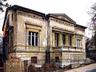 Spätklassische Wiederkehr - Redesign einer historischen Villa Klassische Häuser von CG VOGEL ARCHITEKTEN Klassisch