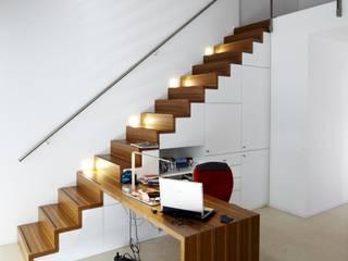Designhous Herdecke Skandinavischer Flur, Diele & Treppenhaus von HAACKE Innenarchitekten & Designer Skandinavisch