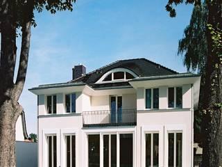 Klassische Villa mit zentraler Halle Klassischer Balkon, Veranda & Terrasse von CG VOGEL ARCHITEKTEN Klassisch