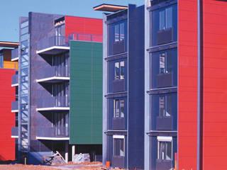 Wohnanlage mit 70 Wohnungen Moderne Häuser von A-Z Architekten Modern