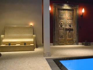 Orienteal spa: asiatischer Pool von RON Stappenbelt, Interiordesign