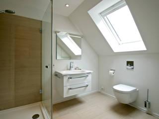 Baños de estilo  por GRID architektur + design, Moderno