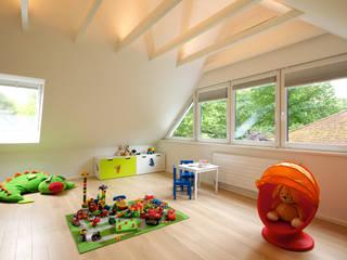 Cuartos infantiles de estilo  por GRID architektur + design, Moderno