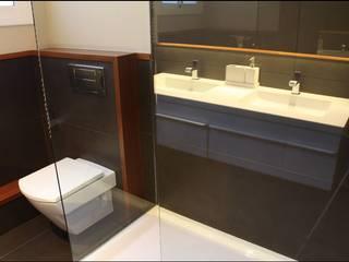 PISO ENSANCHE BARCELONÉS: Baños de estilo  de estudiorey