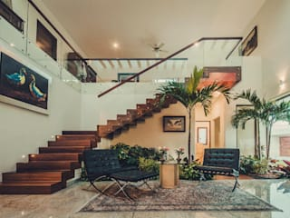 Casa MN: Pasillos y vestíbulos de estilo  de Básico arquitectura