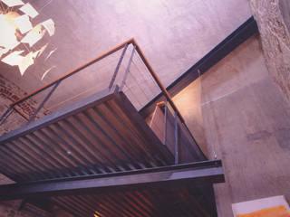 Paredes e pisos industriais por Fabio Barilari Architetti Industrial