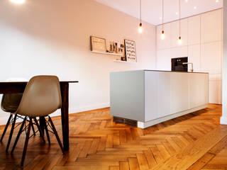 Altbausanierung München Moderne Küchen von BESPOKE GmbH // Interior Design & Production Modern
