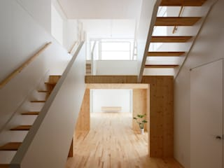 Salas multimedia de estilo  de 一色玲児 建築設計事務所 / ISSHIKI REIJI ARCHITECTS,