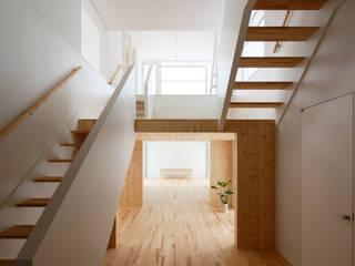 Salas multimedia modernas de 一色玲児 建築設計事務所 / ISSHIKI REIJI ARCHITECTS Moderno