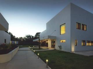 Casas de estilo moderno por Básico arquitectura