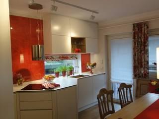 """Eine """"appetitliche"""" Küchenneueinrichtung in rot-weiß Landhaus Küchen von Menke-Leseberg Landhaus"""