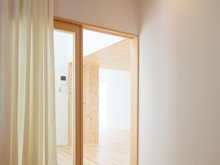 Modern style bedroom by 一色玲児 建築設計事務所 / ISSHIKI REIJI ARCHITECTS Modern