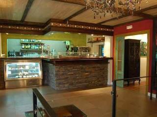Sala da pranzo in stile  di Arquitectura de Interior