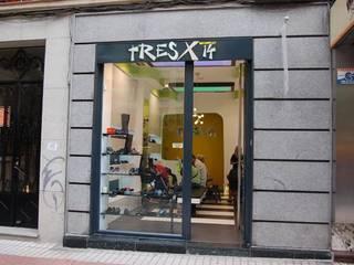 Zapaterías Tres x 14 Espacios comerciales de estilo moderno de FrAncisco SilvÁn - Arquitectura de Interior Moderno