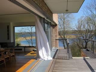 Gutshaus Uckermark Moderner Balkon, Veranda & Terrasse von Hohenzollern Architekten Modern