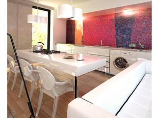 APPARTAMENTO: Cucina in stile in stile Moderno di maurococco.it