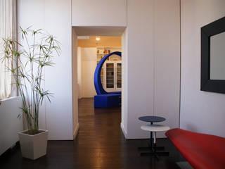 interno1 - attico a Piazza di Spagna Ingresso, Corridoio & Scale in stile moderno di maurizio pappalardo romina fava Moderno