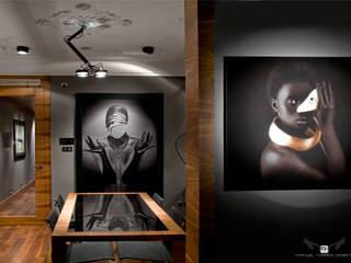 EIXAMPLE BARCELONÉS: Pasillos y vestíbulos de estilo  de MANUEL TORRES DESIGN