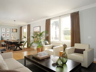 Palma de Malljorca (Home):  Living room by Lewis & Co