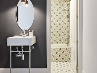 Bagno in stile in stile Scandinavo di decoraCCion