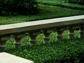 Traditional & Classic:  Garden by Garden Landscape Design