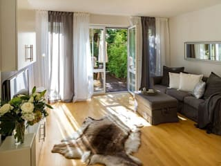 Salones de estilo  de Münchner home staging Agentur GESCHKA, Clásico