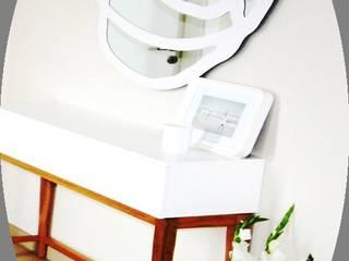 Pasillos y vestíbulos de estilo  de Münchner home staging Agentur GESCHKA, Moderno