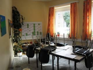 Sprachen lernen in angenehmen Ambiente: Vorher - Nachher Moderne Kongresscenter von Interiordesign - Susane Schreiber-Beckmann gestaltet Räume. Modern