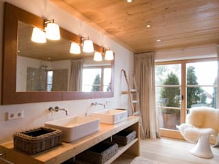 Country style bathroom by Raumkonzepte Peter Buchberger Country