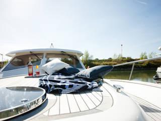 Yates y jets de estilo  de Münchner home staging Agentur GESCHKA, Clásico