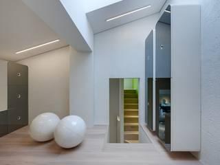 Casa Micheli Ingresso, Corridoio & Scale in stile moderno di Simone Micheli Architectural Hero Moderno