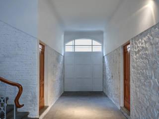 Pasillos y vestíbulos de estilo  por Simone Micheli Architectural Hero
