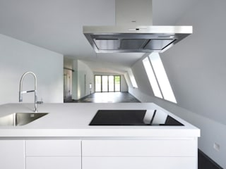 Kitchen by and8 Architekten Aisslinger + Bracht, Eclectic