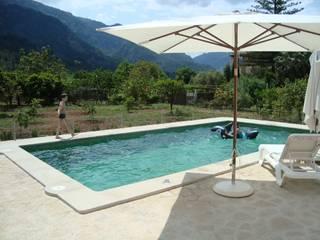 Pool mit Sonnenterrasse:   von L 02 – Landschaftsarchitektur