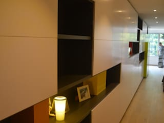 Apartamento mínimo Salones de estilo moderno de Albasini y Berkhout Arquitectura, S.L.P. Moderno