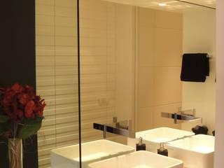 Bathroom by mariella paciolla architetto