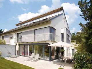 INDIVIDUELLE DOPPELHAUSHÄLFTE Moderne Häuser von b2 böhme PROJEKTBAU GmbH Modern