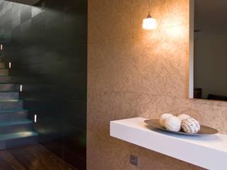 Pasillos, vestíbulos y escaleras modernos de AZ Diseño Moderno