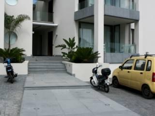 Residence Aris 42 Case moderne di kuluridis Moderno