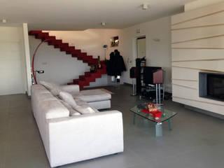 Villa L Soggiorno moderno di kuluridis Moderno