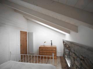 APPARTAMENTO IN MONTAGNA Camera da letto moderna di MIDE architetti Moderno