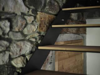 APPARTAMENTO IN MONTAGNA Ingresso, Corridoio & Scale in stile moderno di MIDE architetti Moderno