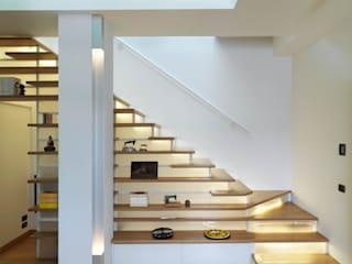 Modern Corridor, Hallway and Staircase by enzoferrara architetti Modern