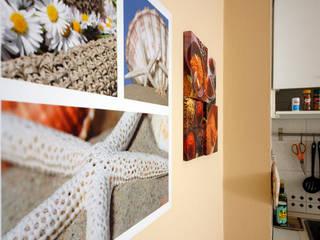 Spezie e fiori a decorare la cucina.:  in stile  di Coffee Architects