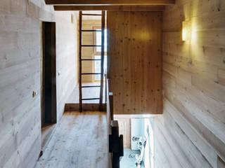 A wardrobe in the landscape Ingresso, Corridoio & Scale in stile rurale di es-arch Rurale