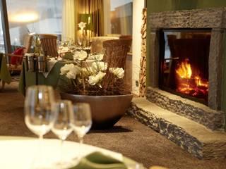 """Sonnenalp Resort SPA Golf - Ofterschwang - Restaurant """"Silberdistel"""" Landhaus Hotels von INNENARCHITEKTUR MÄRKLSTETTER Landhaus"""