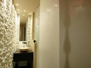 Casa AXL: Bagno in stile in stile Moderno di Enrico Muscioni Architect