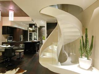 Casa AXL: Ingresso & Corridoio in stile  di Enrico Muscioni Architect