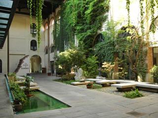 giardino esterno: Giardino in stile In stile Country di Comoglio Architetti