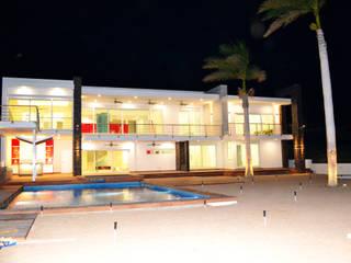 FACHADA POSTERIOR: Casas de estilo  por ro arquitectos